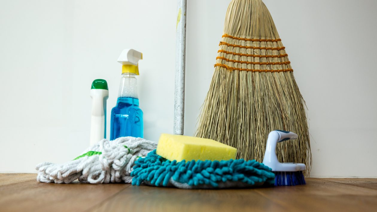 10 Helpful Cleaning Tips for Busy People