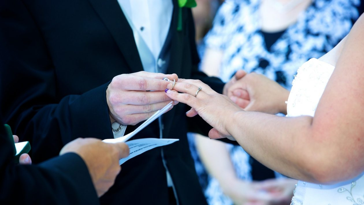 Renewing Your Wedding Vows – 5 Tips for an Amusing Celebration